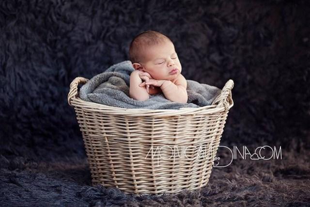 Newborn Ivo 7 days in a basket
