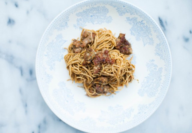 roasted tomato pesto with bean pasta + sausage