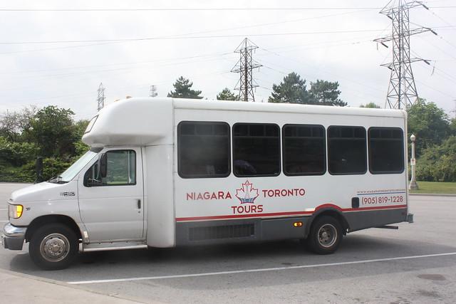 Toronto to Niagara falls bus tours: our tour of choice (bus)