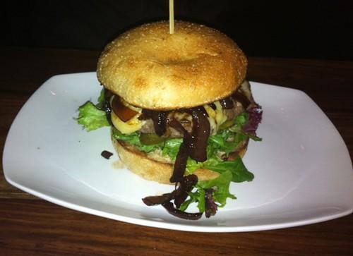 GourmetNewYorker-BurgerBistro