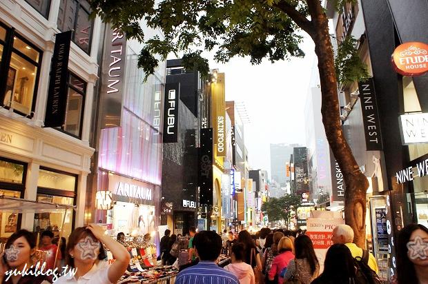 [2011韓國‧首爾行2+1]*8*明洞逛街初體驗‧保養品、衣飾全包了‧路邊小吃真美味  & Mini Stop買消夜   Yukis Life by yukiblog.tw