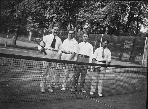 Ellos juegan al tenis