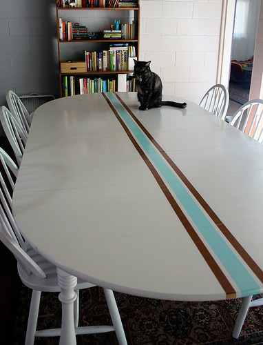 Retro surf dining table with cat