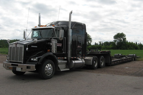 TMC Transportation 8914 Kenworth T-800 truck and dropdeck boat