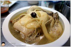 [韓式料理]湯品類(燉雞)  人蔘糯米燉雞