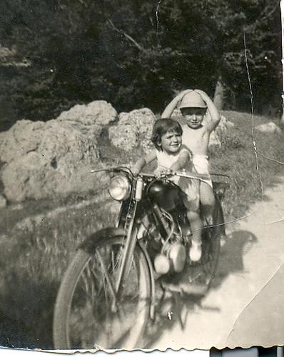 Chicos en moto
