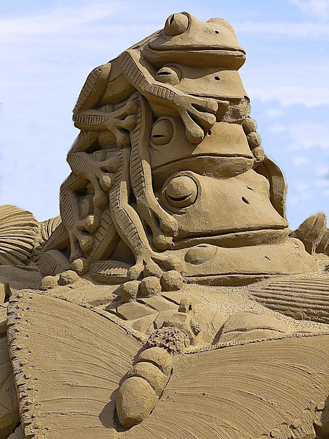 Tree Frogs - Sand Sculpture