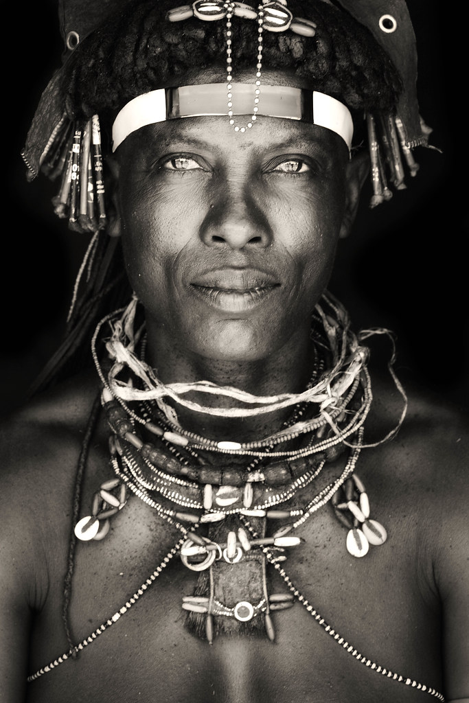 woman of the Ovakakaona tribe / northern namiba