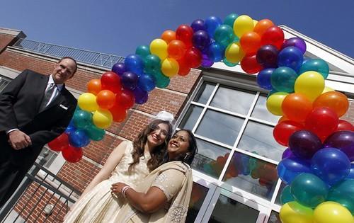 Gay balloon arch love!