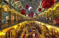 Covent Garden at Christmas, with LEGO installation and ...
