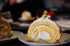 Fruits Roll Cake by Senbikiya