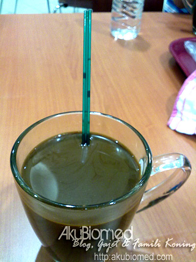 Air kopi dan straw unik