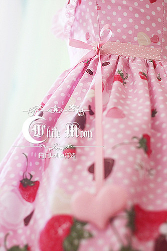 White moon pink alice sweetheart spaghetti straps neckline with strawberry chocolate print lolita dress4