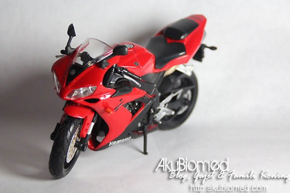 Yamaha Superbike R1 Red