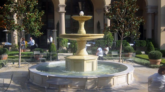 fountain outside of bar bouchon