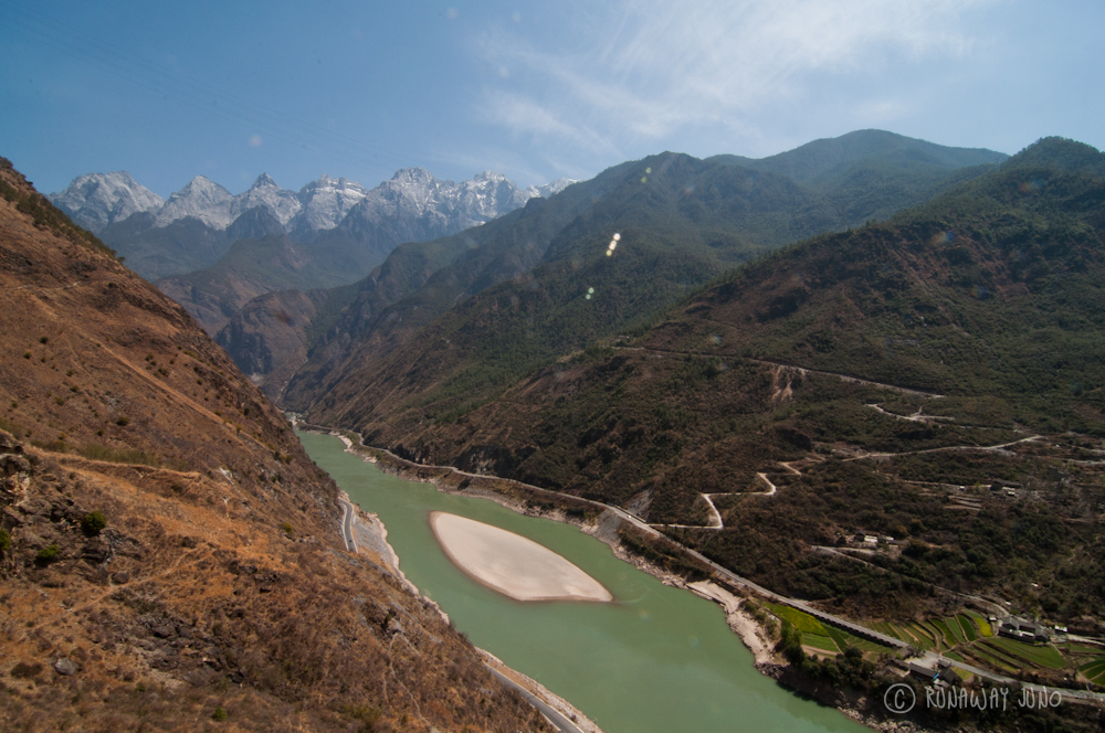 Tiger Leaping Gorge stating point and Yangtze River