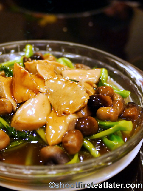local abalone with straw mushroom & vegetables