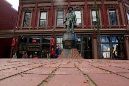 Gassy Jack Deighton statue in Maple Tree Square