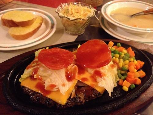 チーズとトマトのハンバーグ