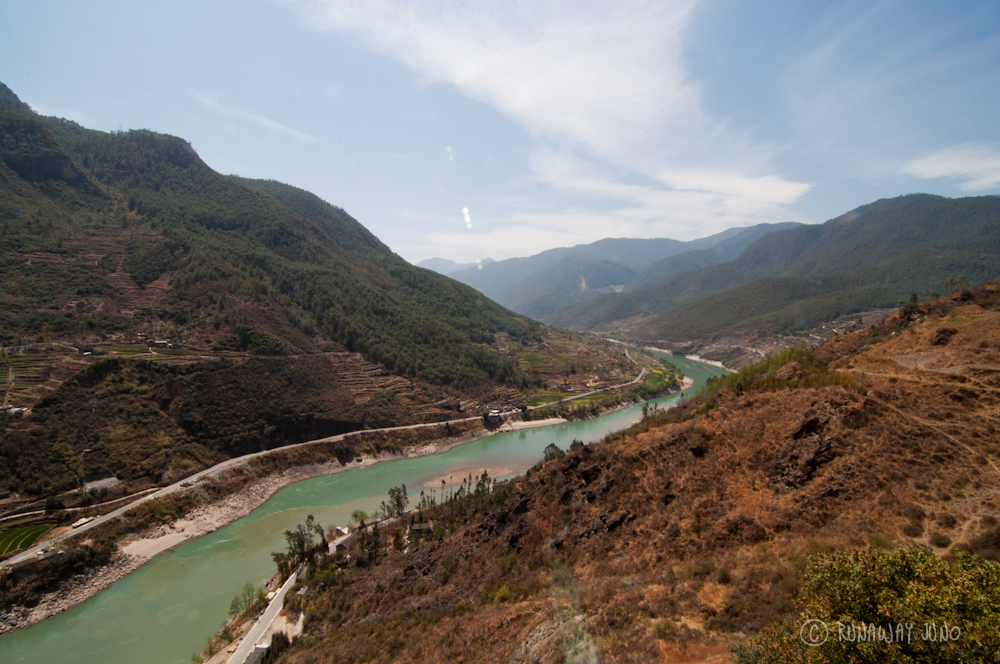 Tiger Leaping Gorge with the view of Yangtze River