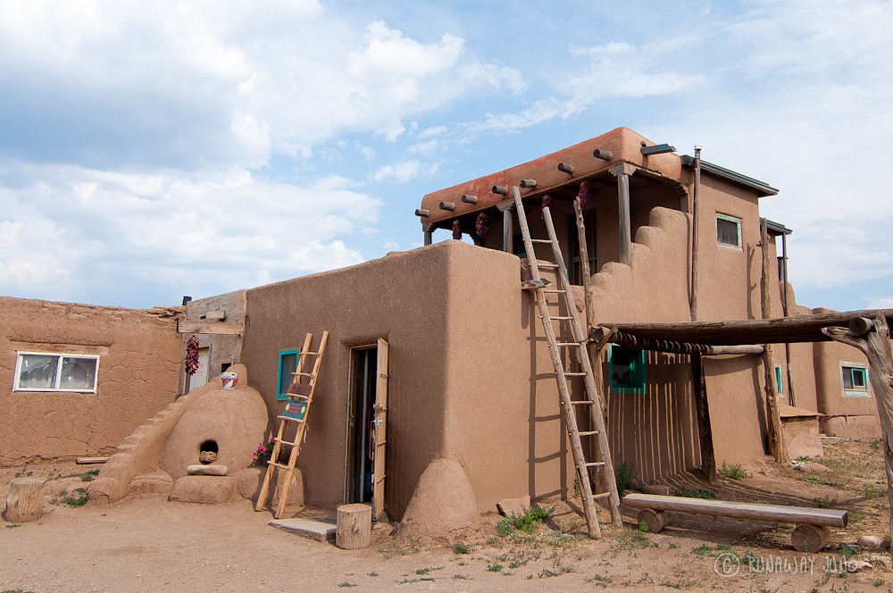 Taos pueblo and a thousand year old adobe architecture for Pueblo home builders