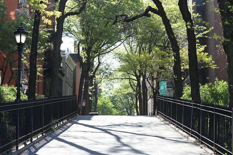 promenade entrance