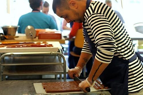 caramel cutting