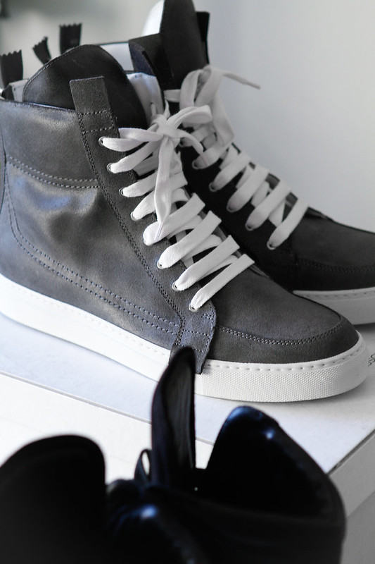 Tuukka13 - New Kris Van Assche High-Top Sneakers Grey Charcoal Leather with Zippers in Back -3