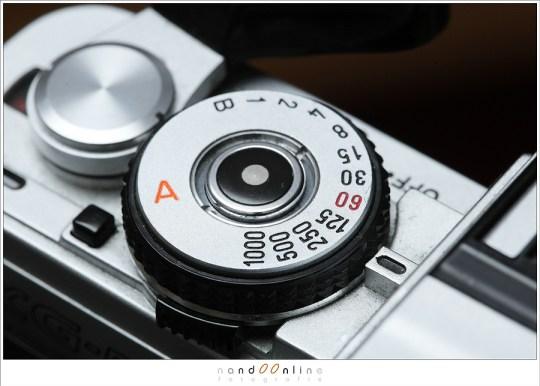 Op oude analoge camera's staan de sluitertijden mooi op een rijtje. Hier zien we de sluitertijdenring van een Minolta XG-M