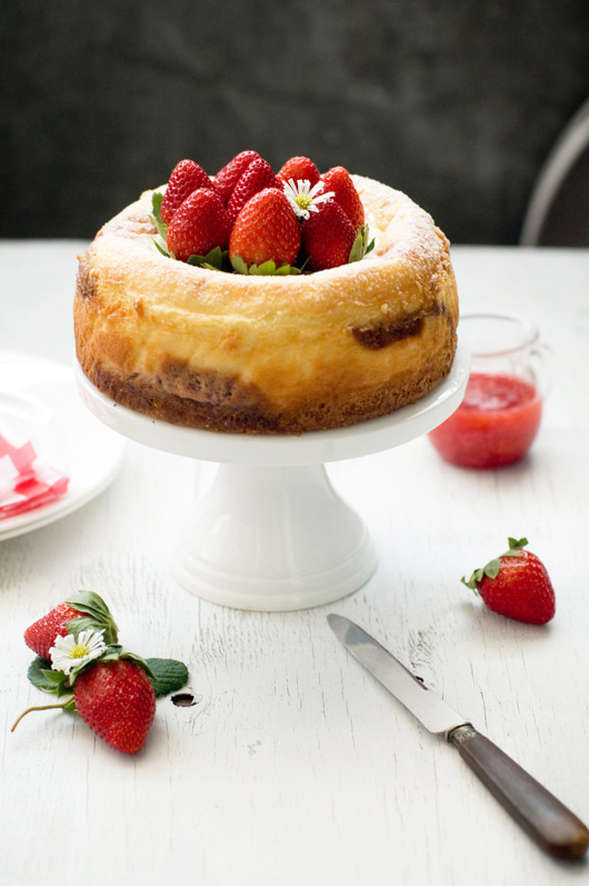 Delicious Bites: Strawberry Swirl Cheesecake