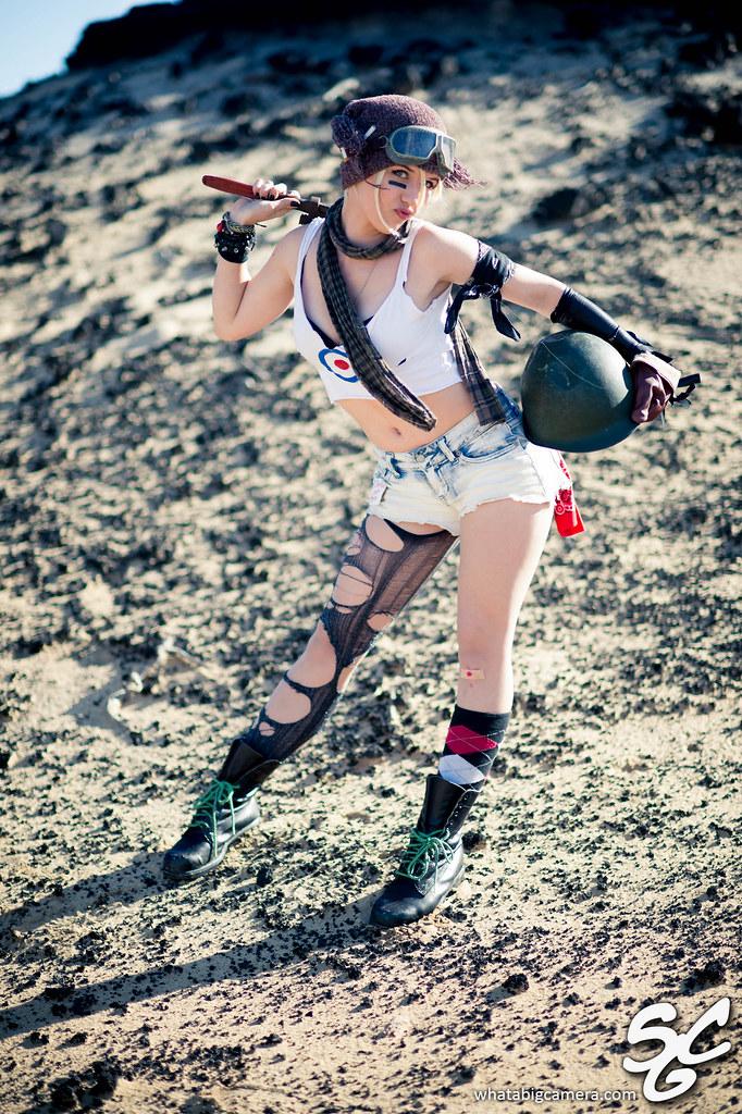 Girl Walking Alone Wallpaper Cosplay Hotties Featuring Vampirella Tank Girl Daphne