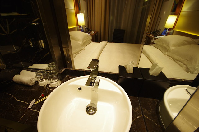 bathroom sink - holiday inn express singapore clarke quay