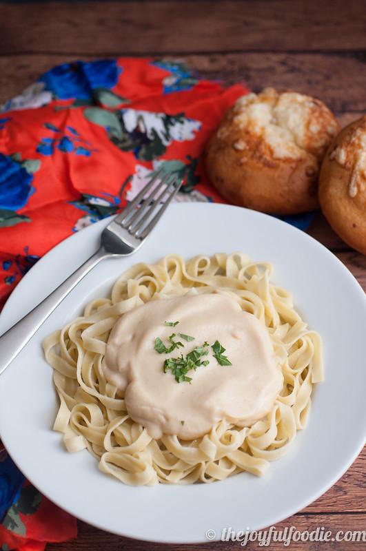 roasted-garlic-cauliflower-cream-sauce-2