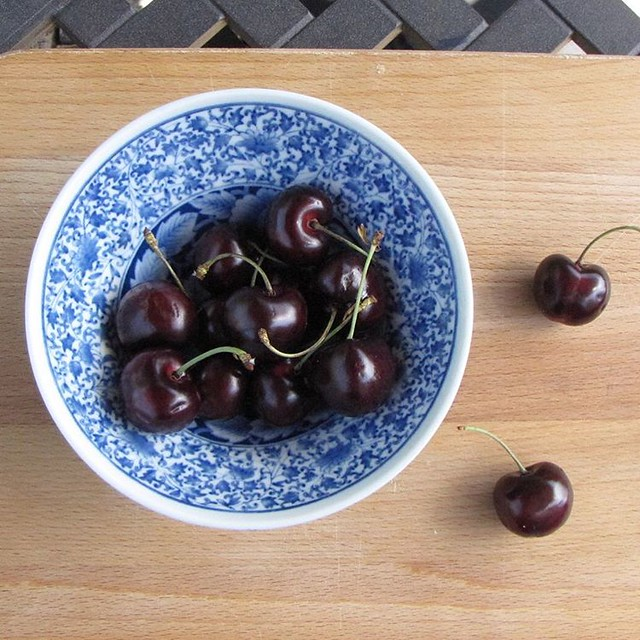 Playing with my camera today for my #makelightessentials course. (Not pictured: the cherries that got eaten 😋🍒)