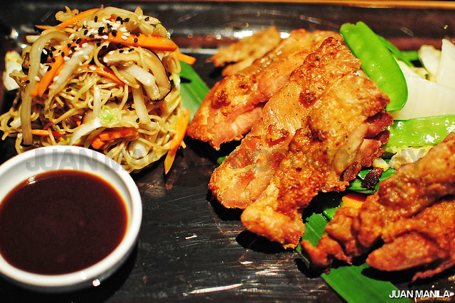 Out top pick that will make any gatherings more interesting will be the Chinese Styled Chicken prepared with the oozing smooth quality stir-fried noodles. Must have this on the menu.