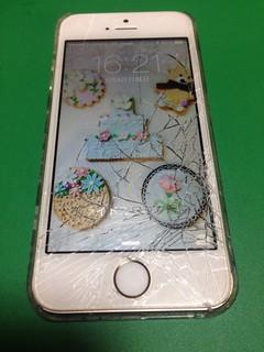 92_iPhone5Sのフロントパネルガラス割れ