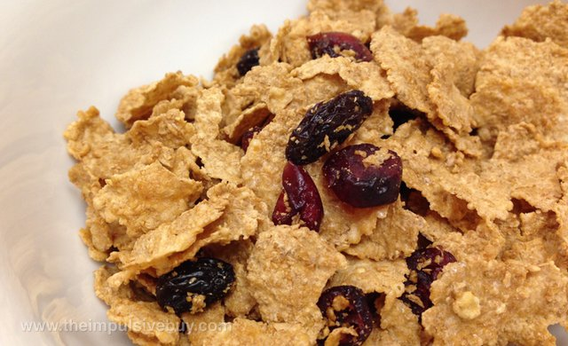Kellogg's Raisin Bran with Cranberries Cereal Closeup