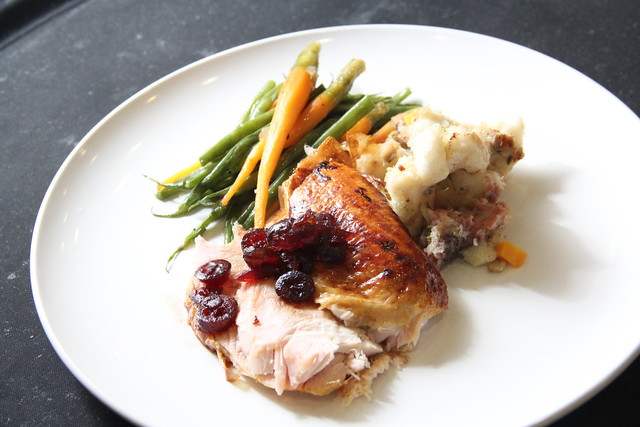 roasted_us_turkey_stuffing_cranberry_sauce