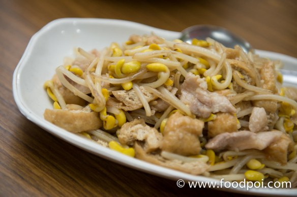 Stir Fried Giant Bean Sprout with tofu puff and pork.