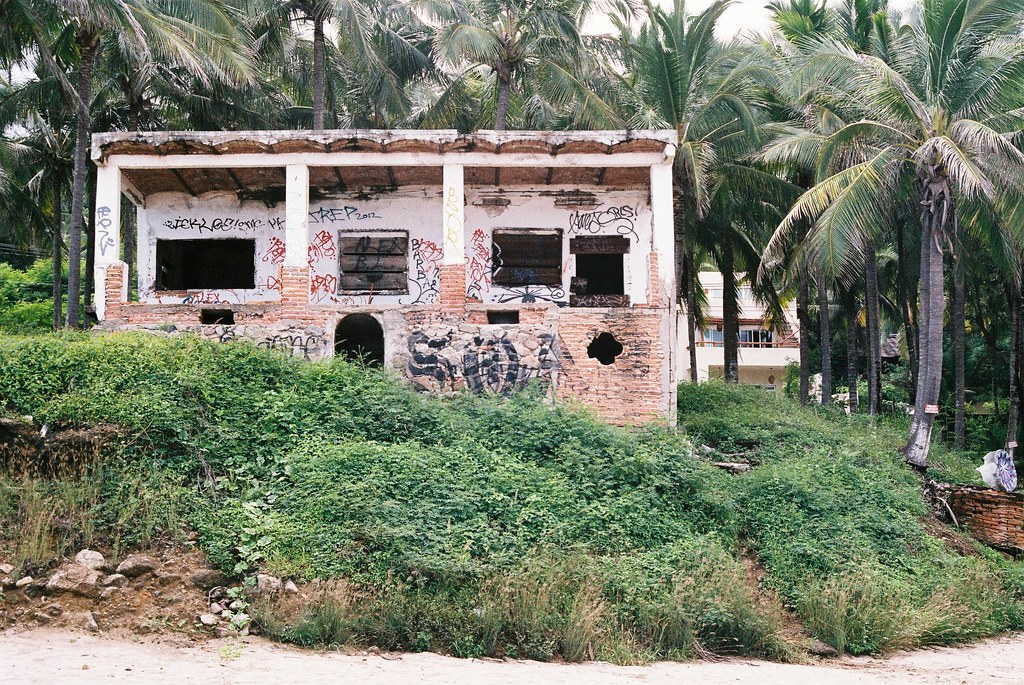 Tuukka13 - 35mm Color Film - 08/2012 - Sayulita, Mexico - Canon AE-1  - 000047