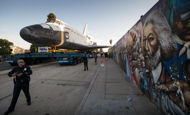 Space Shuttle Endeavour Move (201210130062HQ)