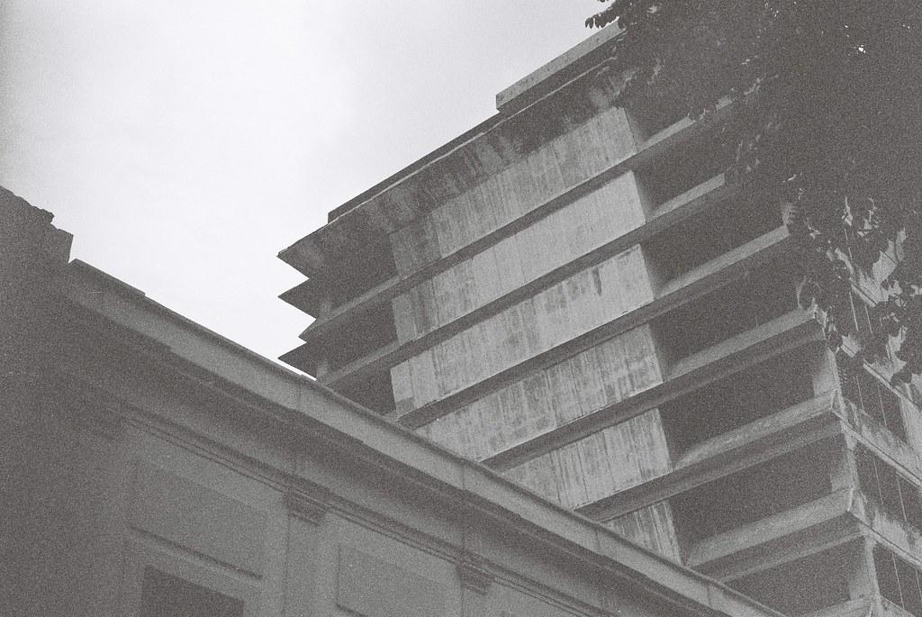 Tuukka13 - 35mm Film - 08/2012 - Guadalajara, Mexico - Canon AE-1 & Kodak BW400CN - 000052