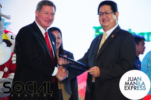 Tom Mehrmann and Mario Mamon shook hands to seal the Ocean Park & Enchanted Kingdom Fun Deal.