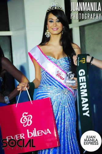 Stefany Miranda from Guatemala, who also won the Best in Evening Gown, shows her prize as Miss Earth - Ever Bilena 2012.