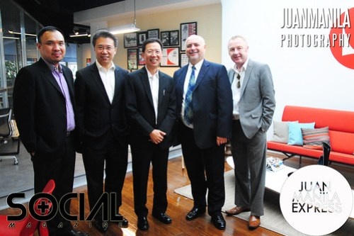 Jeremy Hocking, Vice President, Herman Miller Asia Pacific (2nd from right) with partners.