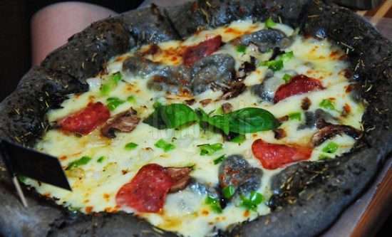 Here comes the Black Pizza for only Php 395.