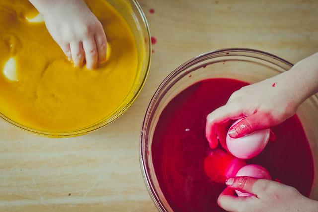 DIY natural Easter Egg Dye