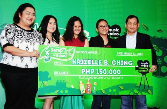 Krizelle Ching and her teammate accepts the grand prize award from URC executives.