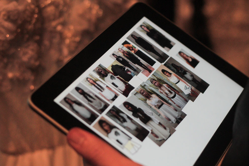 Los distintos looks de las modelos son verificados antes de iniciar el desfile. (Guillermo Morales)