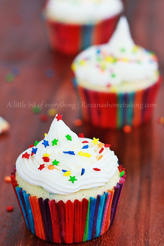 Funfetti yogurt cupcakes with Buttercream frosting | Roxanashomebaking.com